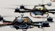 Esquadrão de robôs voa em formação perfeita