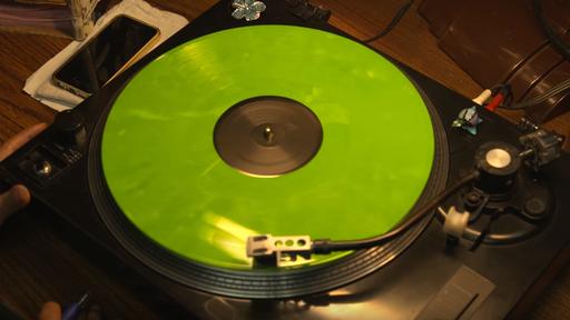 Vídeo mostra como um disco de vinil é feito