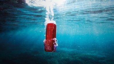 IMPERDÍVEL: Caixa de som bluetooth UE Boom 2 à prova d'água apenas R$369 em 10x