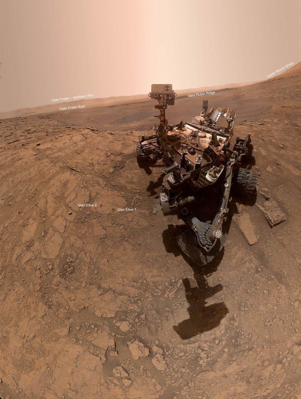 Selfie do astromóvel Curiosity e o panorama marciano (Imagem:NASA/JPL-Caltech/MSSS)