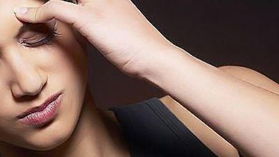 Uso excessivo do celular pode causar dor de cabeça e tendinite, diz ortopedista
