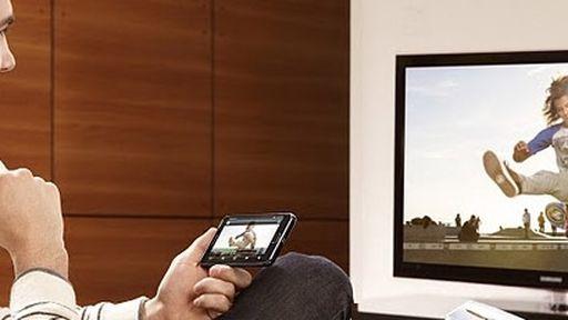 Cresce hábito de assistir TV e usar redes sociais ao mesmo tempo