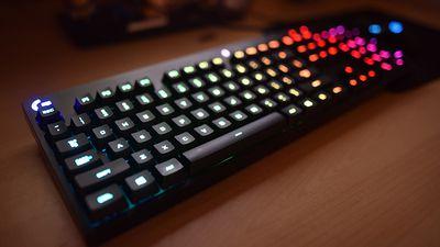 Incrível: Logitech cria display LED usando 160 teclados retroiluminados