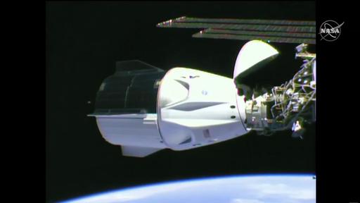 Astronautas da NASA chegam à ISS em nave da SpaceX e entram para a história