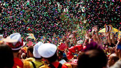 Carnaval de rua: aplicativos te ajudam a organizar roteiro de blocos