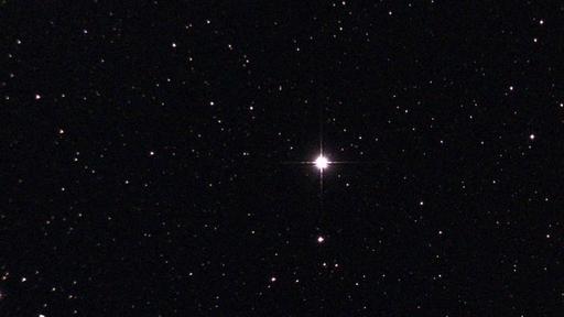 Estrela rara explode em nova pela 1ª vez em 15 anos — e dá para vê-la a olho nu