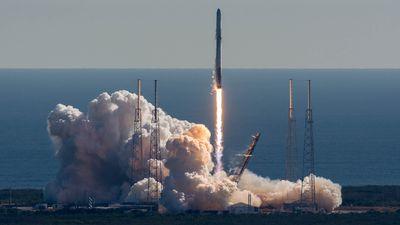 Pedaços de foguetes da SpaceX estão aparecendo em praias dos EUA