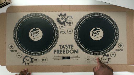 Quer dar uma de DJ? Basta usar a caixa da Pizza Hut