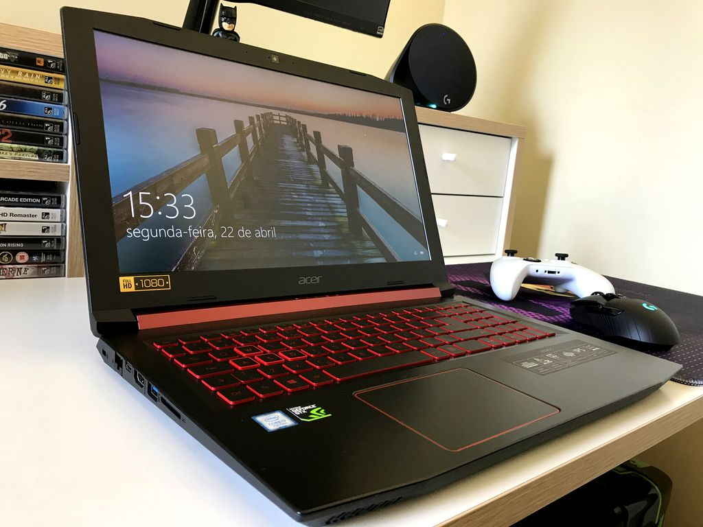 Display usado pela Acer não é dos melhores, mas também está longe de ser dos piores. Antirreflexo, ele oferece um bom ângulo de visão