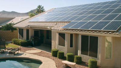 Tesla decide fechar uma dúzia de unidades de criação de paineis solares nos EUA