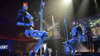 CES 2018 apresenta robôs fazendo striptease e pole dance