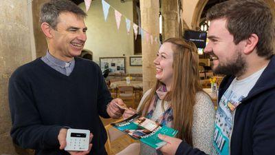 A Igreja da Inglaterra passa a aceitar doações via Apple Pay e Google Pay