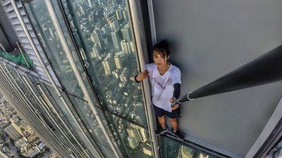 Chinês famoso por selfies perigosas filma a própria morte ao cair de prédio