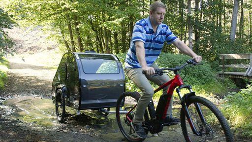 A nova moda europeia: botar um trailer em uma bike elétrica e sair por aí