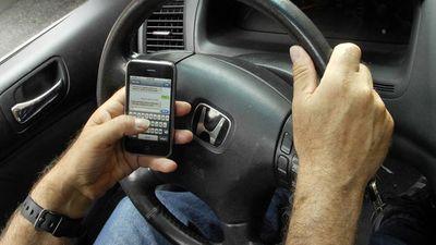 Multa por falar ao celular enquanto dirige é reajustada e pode chegar a R$ 300