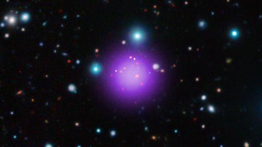 Astrônomos confirmam matéria escura em descoberta de aglomerado de galáxias