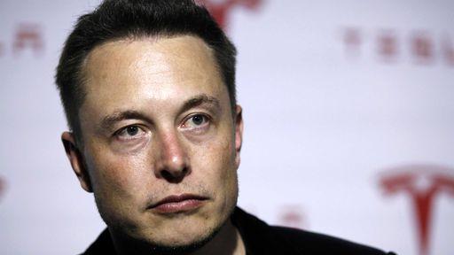 BFF: Jony Ive e Elon Musk conversaram sobre carros elétricos em festa pós-Oscar