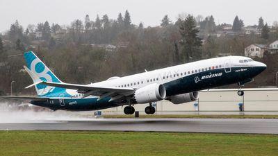 Boeing suspende entregas dos 737 Max, mas produção continua