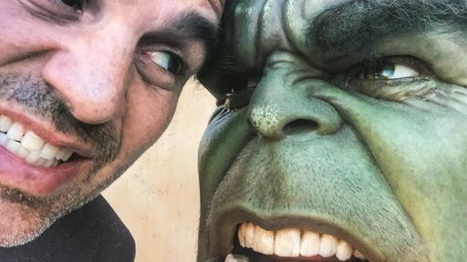 Mark Ruffalo comemora fim das gravações de Thor 3 postando fotos dos bastidores