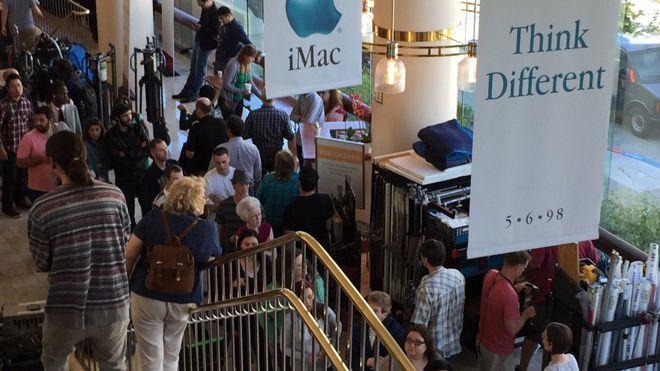 Filmagem da nova cinebiografia de Steve Jobs revive lançamento do primeiro iMac