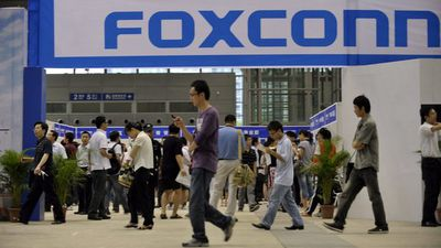 Sharp  pode começar a produzir telas OLED para iPhones na Foxconn [Rumor]