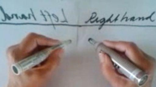 Senhora de 89 anos consegue escrever com ambas as mãos ao mesmo tempo