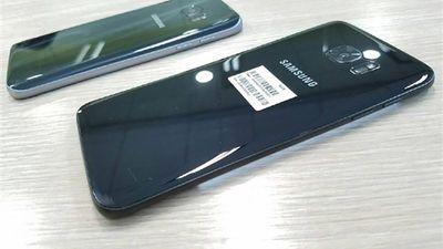 """Galaxy S7 """"Jet Black"""" dá as caras em imagens vazadas"""