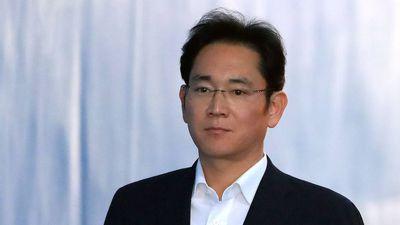 Herdeiro da Samsung deixa prisão após um ano