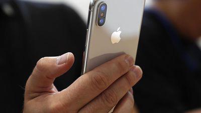 Alguns iPhones X e XS estão acionando sozinhos a lanterna do aparelho