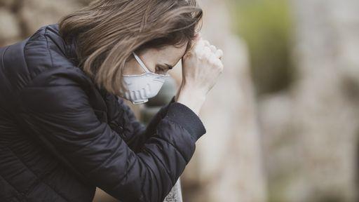Saiba quais distúrbios psiquiátricos podem ser causados pela COVID-19, após alta