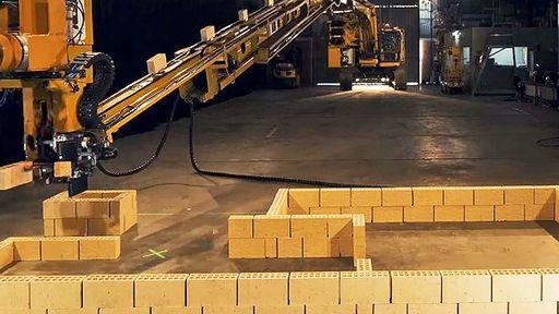 Robô monta parede com mil tijolos em uma hora