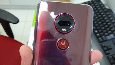 YouTuber vaza fotos de modelo vermelho do Moto G7 Plus