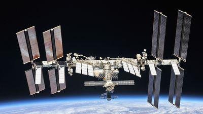 Banheiro estoura na Estação Espacial Internacional e vaza 10 litros de água