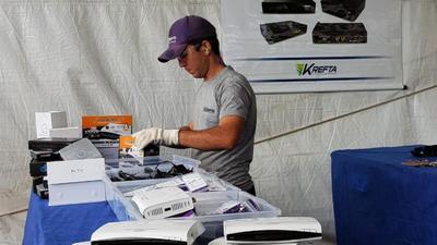 Receita Federal destrói 100 mil decodificadores ilegais em Foz do Iguaçu