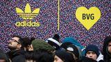 Metrô de Berlim e ADIDAS lançam tênis que servem como passe anual