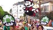 Bloco de carnaval cai no samba com Super Mario Bros