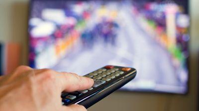 TV brasileira nunca foi tão assistida, mas retém público mais velho