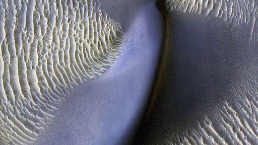 Grandes ondas de areia se movendo em Marte são detectadas pela primeira vez