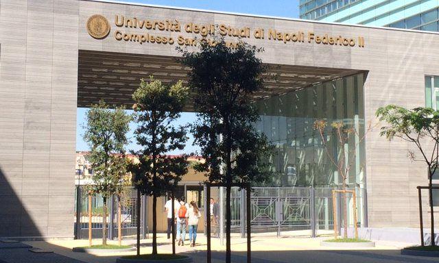 Fachada do prédio do campus de San Giovanni toda em vidro foi feita pela Apple. Prédio abrigará iOS Developer Academy da empresa.