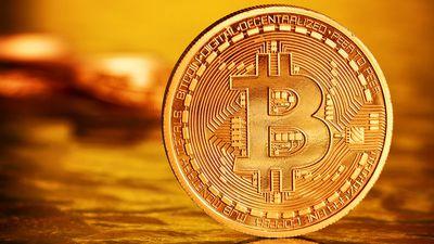 Valor da Bitcoin chega perto dos US$ 6 mil nesta sexta-feira (20)