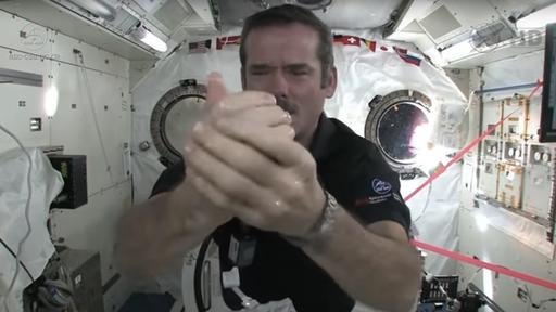 Contra o coronavírus, lave as mãos! Veja como astronautas se higienizam na ISS
