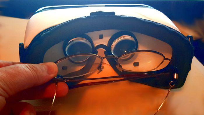 d5afc33bd885f Usa óculos de grau  Descubra se rola (ou não) usar headsets de realidade  virtual - Gadgets