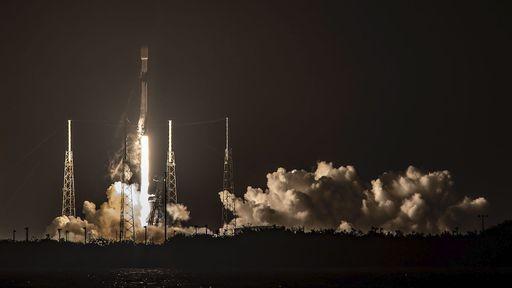SpaceX lança mais satélites Starlink, que já tem quase mil em órbita