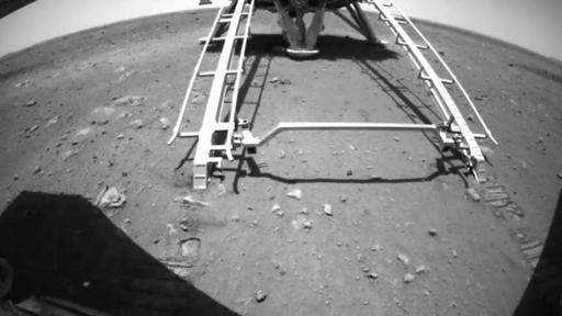 Rover Zhurong sai do módulo de pouso e começa a explorar Marte; veja o vídeo!