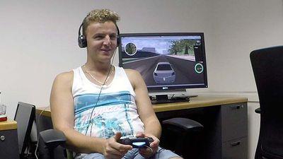 Estudante cria sistema que permite a deficientes visuais jogar games de corrida