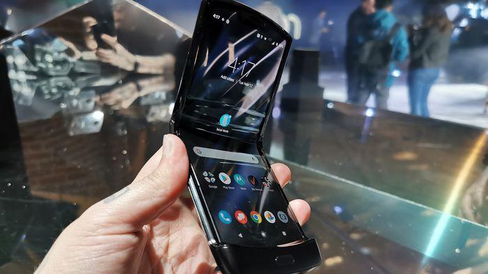 """Motorola adia pré-venda do Razr: """"interesse sem precedentes dos consumidores"""""""