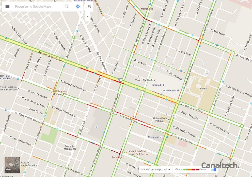 O acompanhamento em tempo real da situação do trânsito é um dos maiores chamas do Waze, mas também está disponível no Google Maps