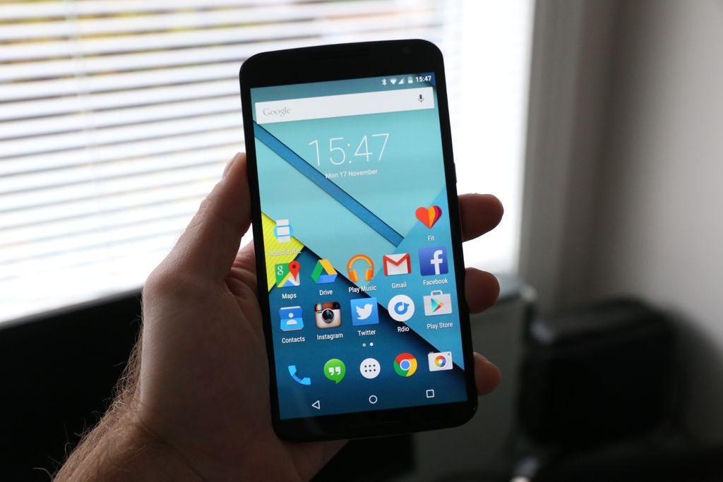 Primeiro e único aparelho da linha fabricado pela Motorola, o Nexus 6 assombrava por sua tela gigantesca de 6 polegadas e resolução QHD