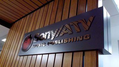 Sony Music vai permitir que suas músicas sejam usadas nos vídeos do Facebook