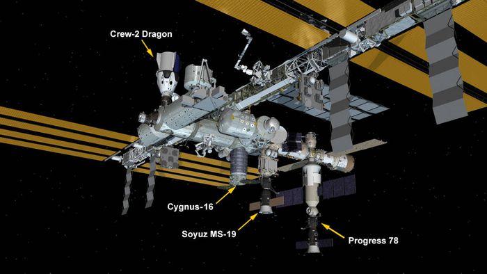 """Nave russa se """"estaciona"""" automaticamente em outra """"vaga"""" da ISS"""
